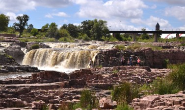 edited 1 south-dakota-sioux-falls-falls-park-ground-view