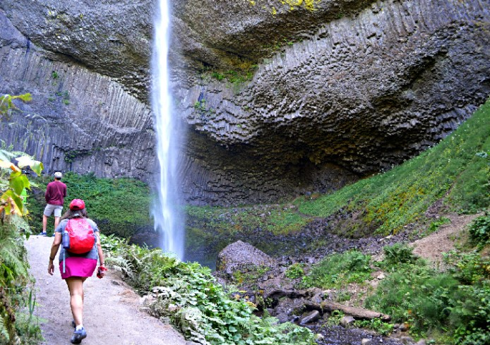 oregon-columbia-river-gorge-best-hiking-trails-near-portland-latourrel-falls