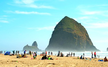 top-beaches-oregon-coast-cannon-beach-haystack-rock
