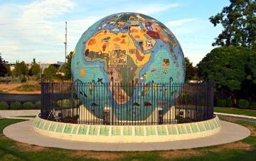 top-rated-attractions-things-to-do-salem-oregon-riverfront-city-park-globe