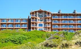 top-rated-beach-resorts-oregon-coast-newport-hallmark-resort